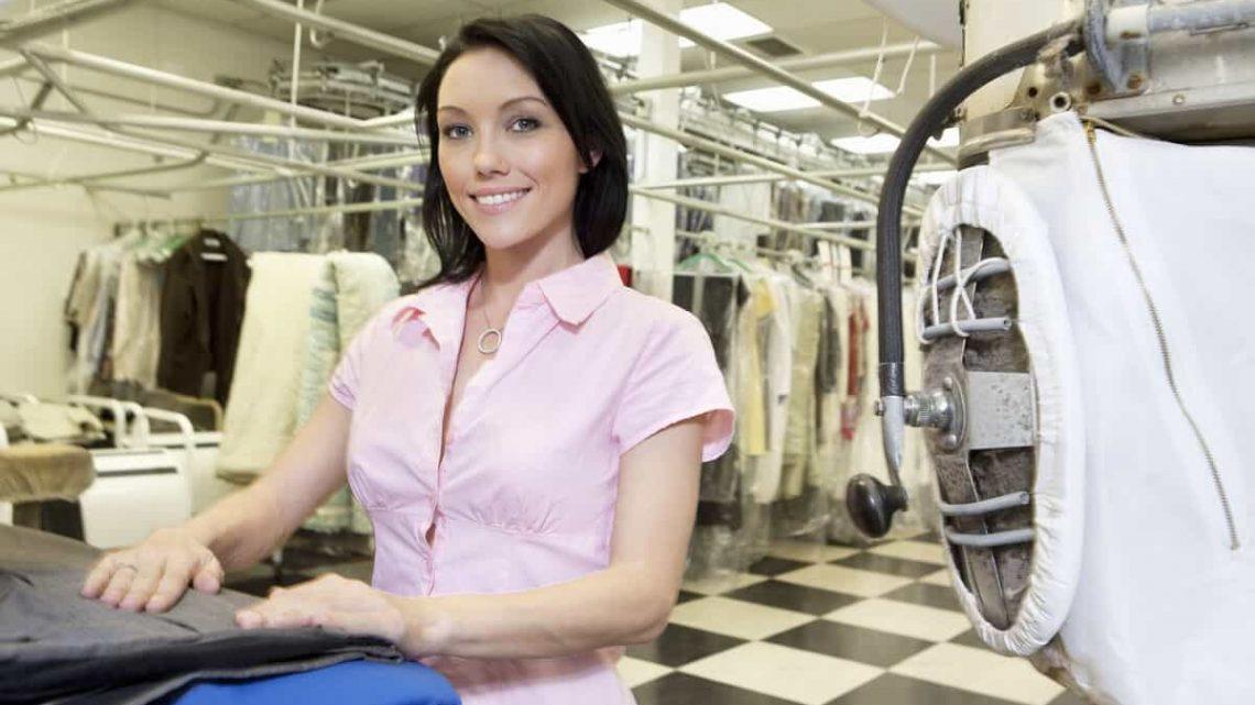 Que faire avant de présenter ses vêtements au service de pressing?