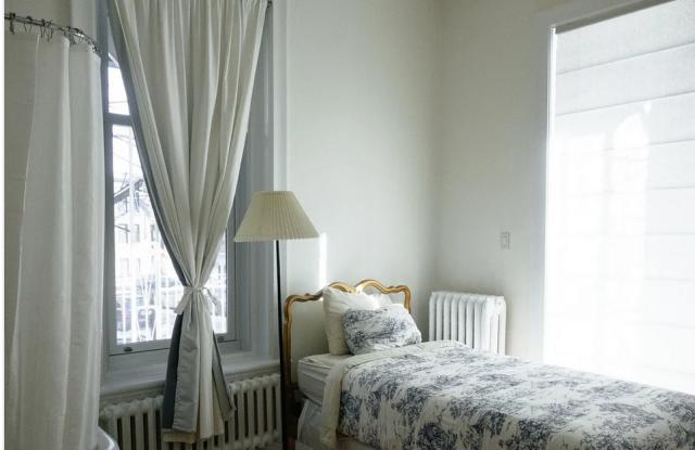 Rehausser la chambre avec un matelas économique